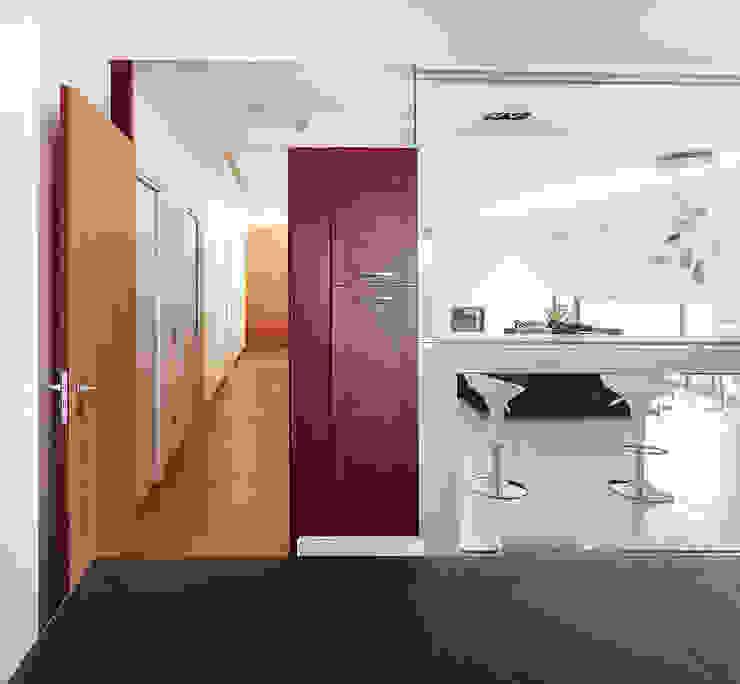 L'ingresso della zona notte Ingresso, Corridoio & Scale in stile moderno di Studio 4e Moderno
