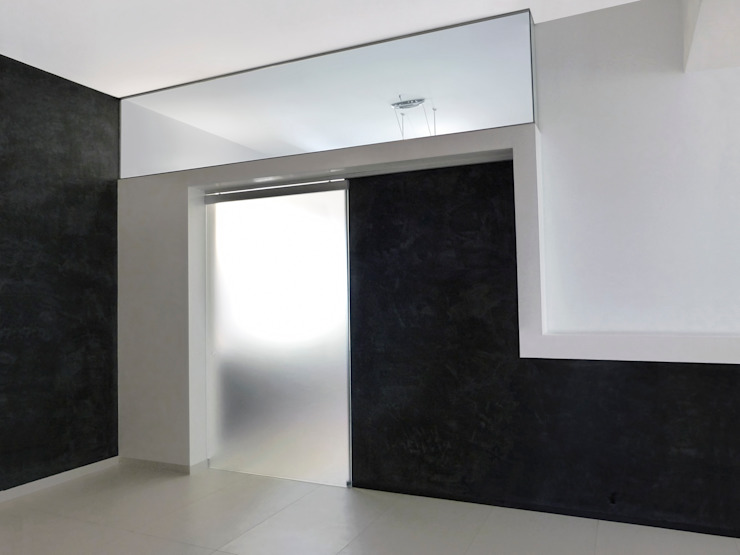 L'ingresso della cucina Ingresso, Corridoio & Scale in stile minimalista di Studio 4e Minimalista