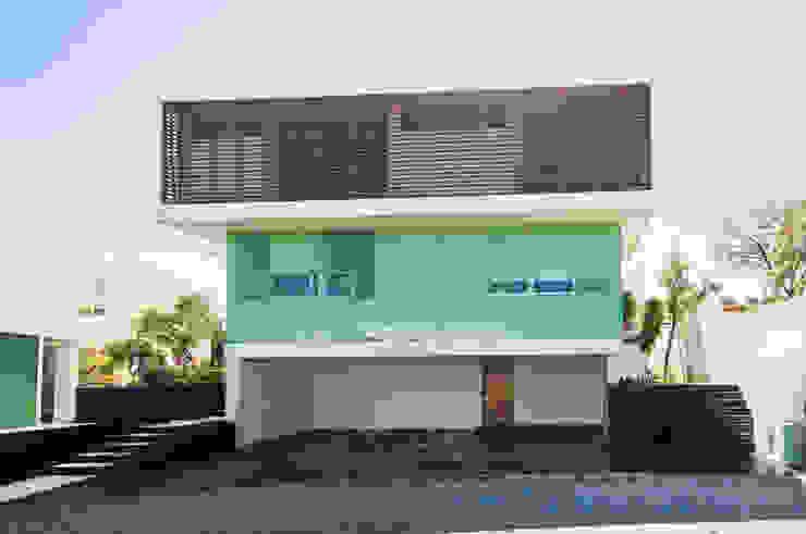 Fachada Principal. Casas modernas de TaAG Arquitectura Moderno