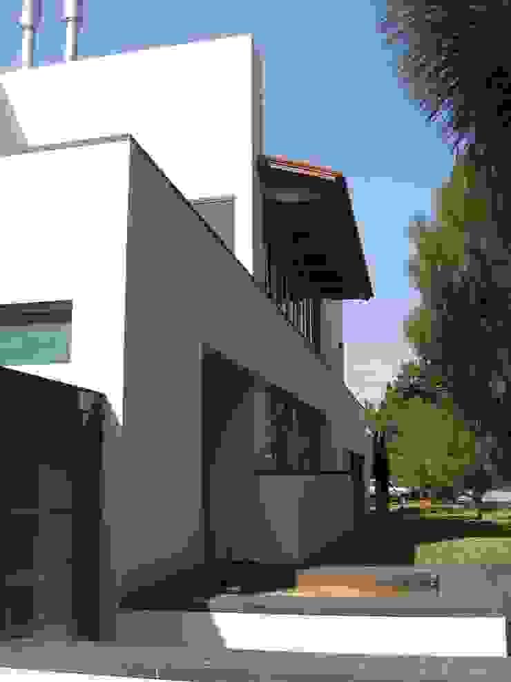 Casa en Villa Coral, 2003 Casas modernas de Taller Luis Esquinca Moderno