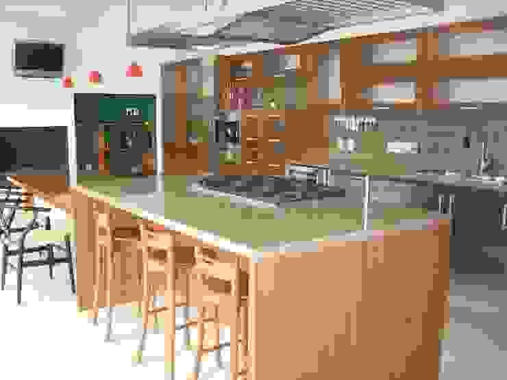 Casa en Villa Coral, 2003 Cocinas modernas de Taller Luis Esquinca Moderno