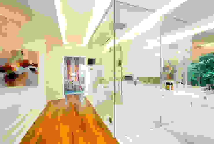 International Prop Award Winner-Best Interior Design Singapore 2013 Colonial style bathroom by Design Intervention Colonial