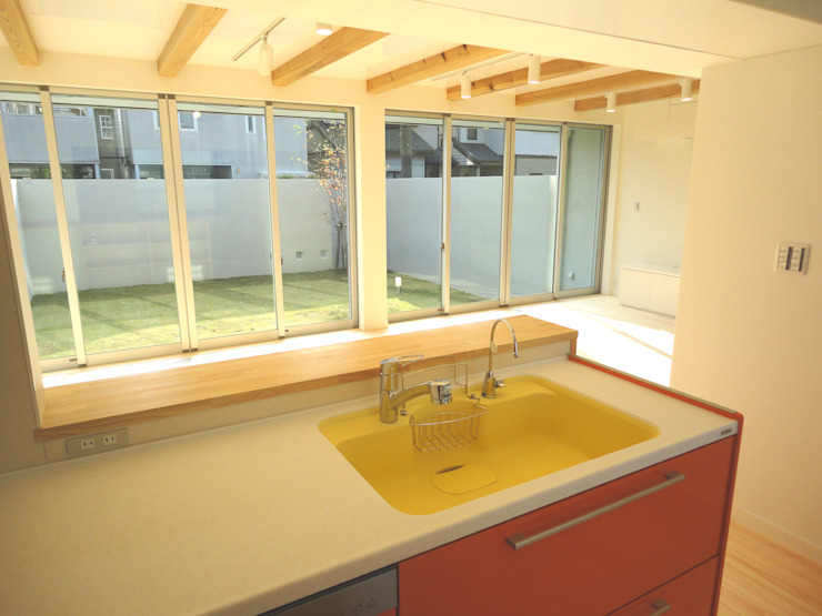 香澄の家 リビングと一体のライトコート オープンエアを満喫できる家 モダンな キッチン の アトリエ24一級建築士事務所 モダン