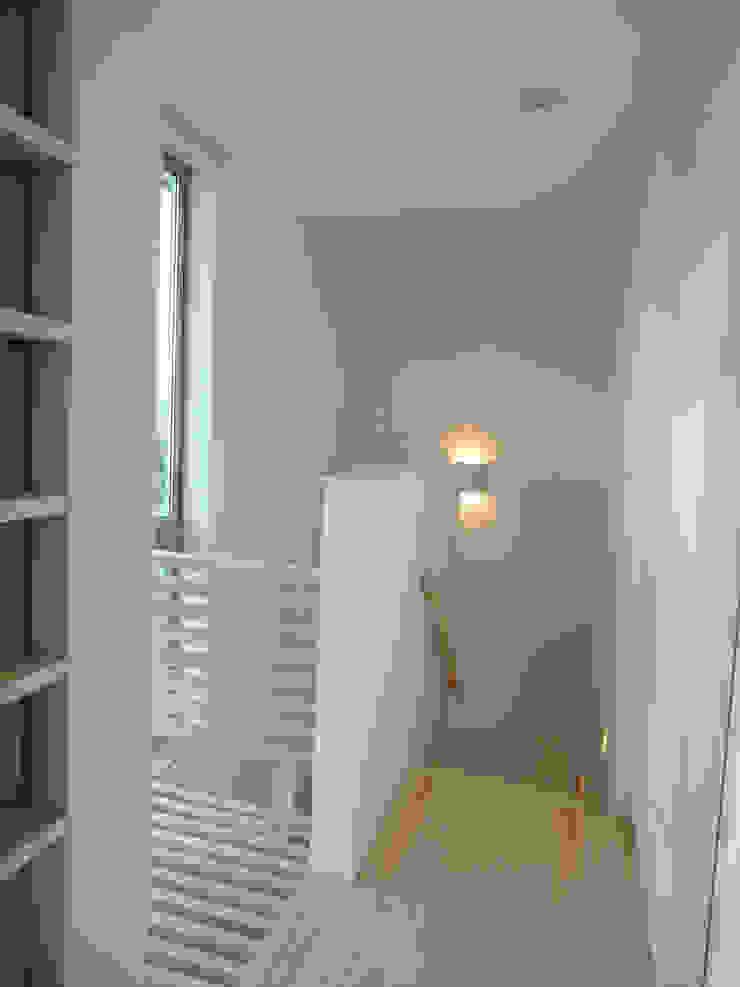 香澄の家 リビングと一体のライトコート オープンエアを満喫できる家 モダンスタイルの 玄関&廊下&階段 の アトリエ24一級建築士事務所 モダン