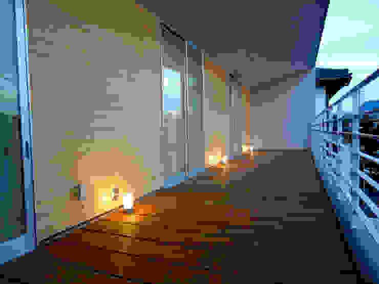 香澄の家 リビングと一体のライトコート オープンエアを満喫できる家 モダンデザインの テラス の アトリエ24一級建築士事務所 モダン