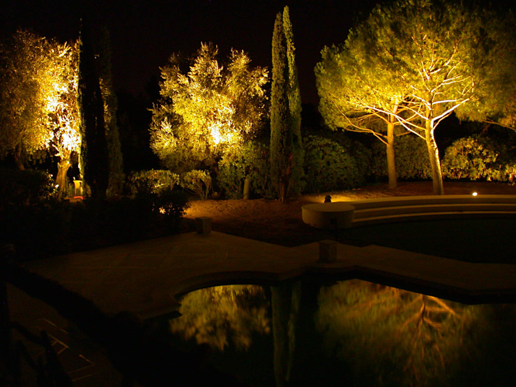 Private Villa in French Riviera Classic style garden by Cannata&Partners Lighting Design Classic