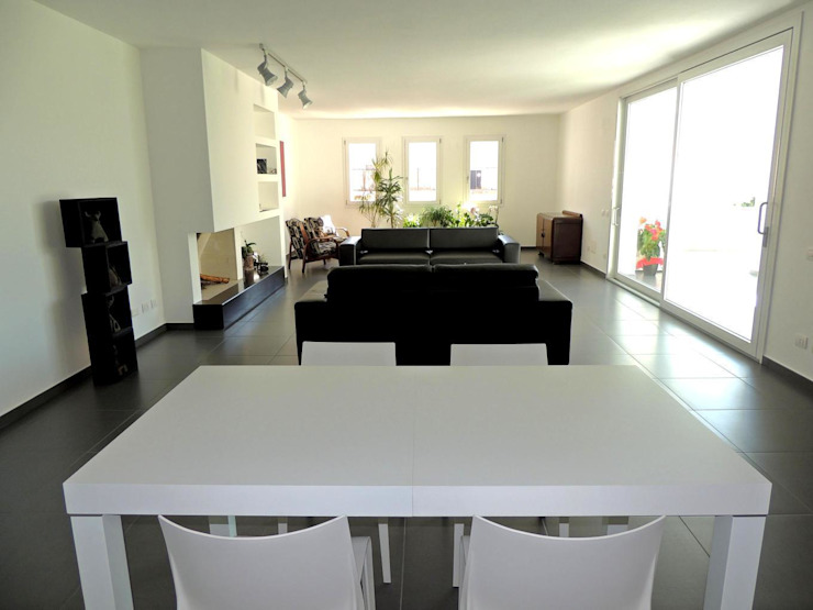 Casas estilo moderno: ideas, arquitectura e imágenes de Sergio Aruanno Studio di architettura Moderno