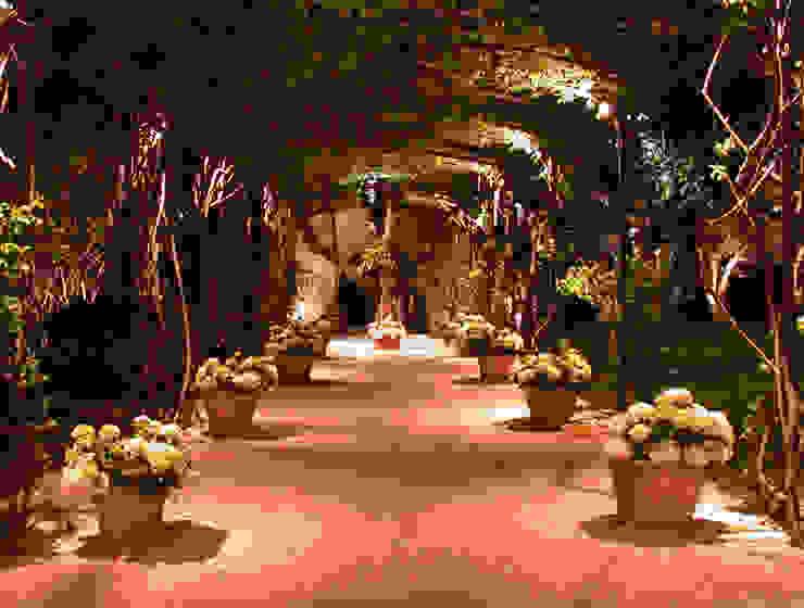 Private Villa in French Riviera Jardines de estilo clásico de Cannata&Partners Lighting Design Clásico