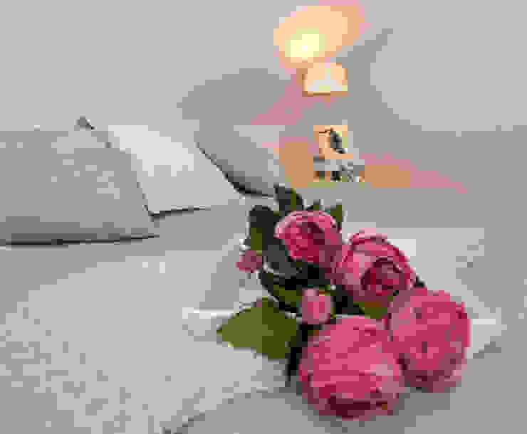 Schlafzimmer: modern  von Luna Homestaging,Modern