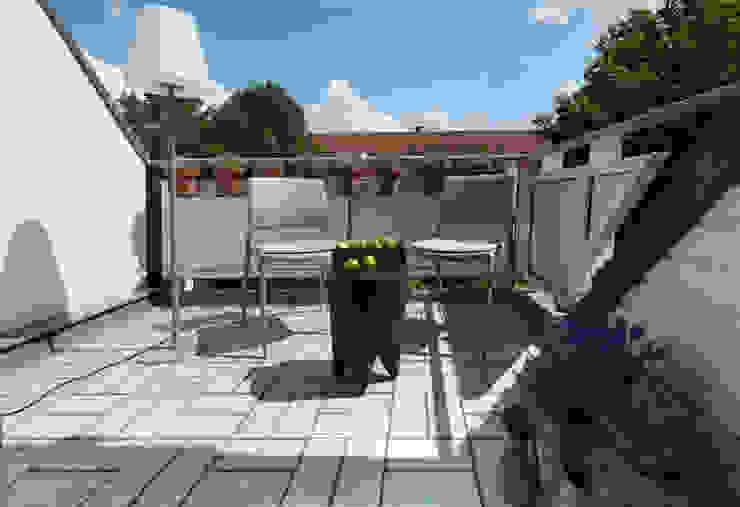 Balkon: modern  von Luna Homestaging,Modern