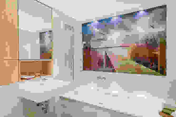 Nowoczesna łazienka od raumdeuter GbR Nowoczesny