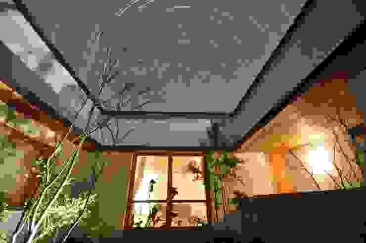 夜景: ツジデザイン一級建築士事務所が手掛けた家です。,北欧