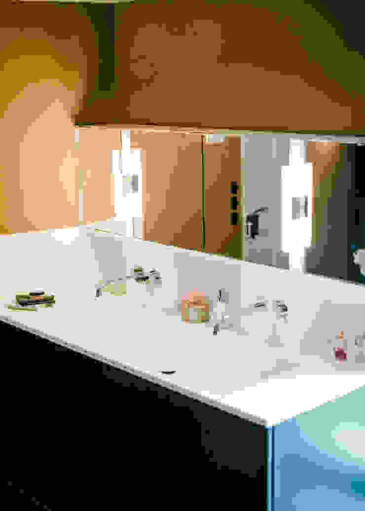 Waschtisch Moderne Badezimmer von raumdeuter GbR Modern