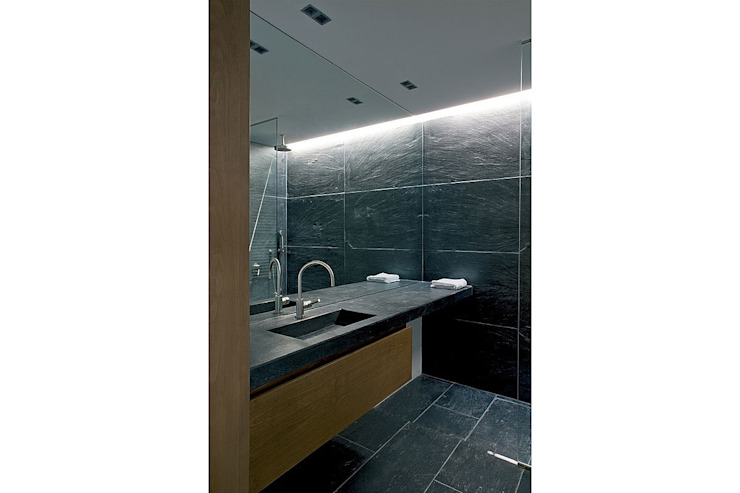 Modern bathroom by AABE Modern