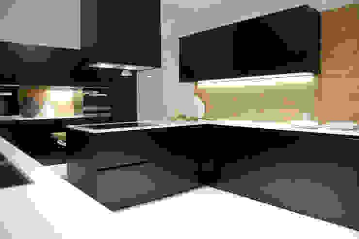 Projekty,  Kuchnia zaprojektowane przez Studio Versuro, Nowoczesny