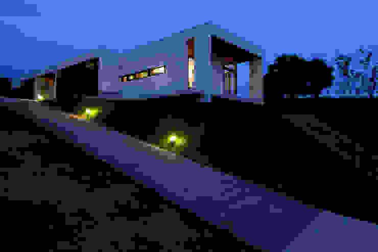Casas modernas: Ideas, imágenes y decoración de 時空遊園 JIKOOYOOEN ARCHITCTS Moderno