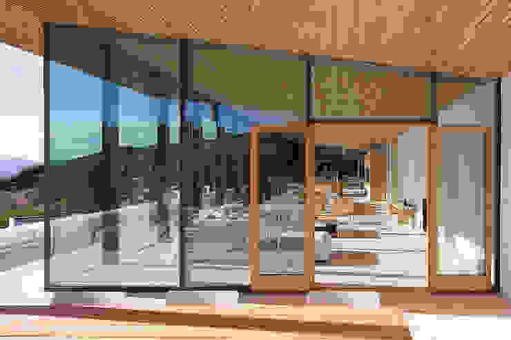ALON Balcon, Veranda & Terrasse modernes par AABE Moderne