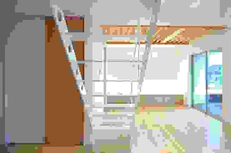CAF垂井俊郎建築設計事務所 Ingresso, Corridoio & Scale in stile moderno