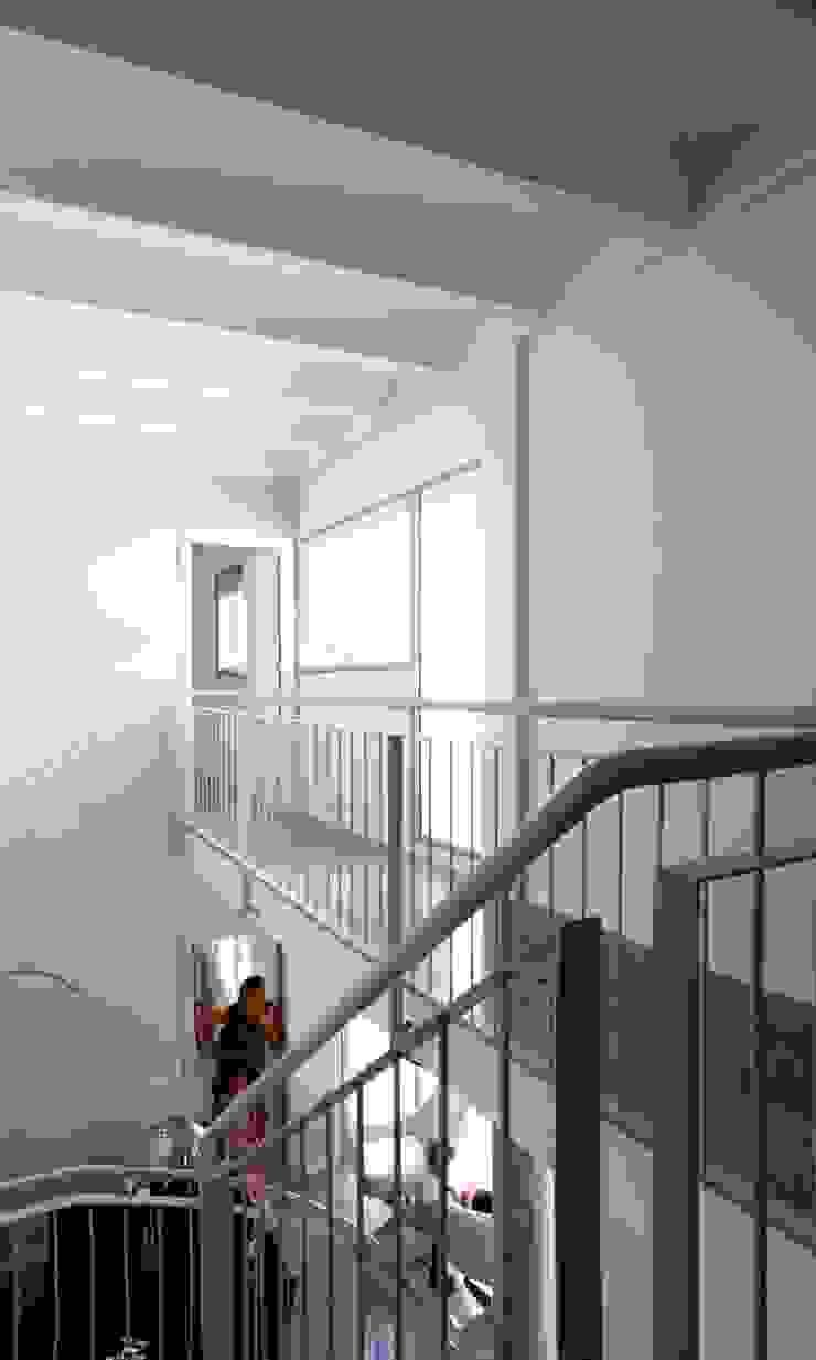 interior, comedor y pasarela viviendas Espacios de gabriel verd arquitectos