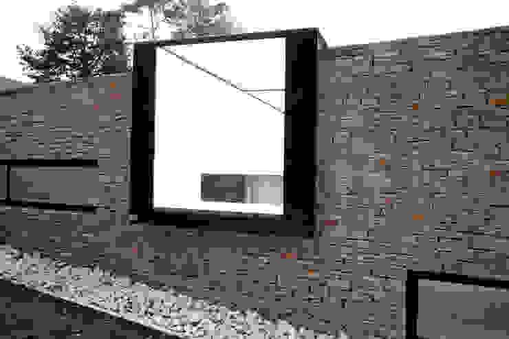 Camlet Way Modern windows & doors by IQ Glass UK Modern