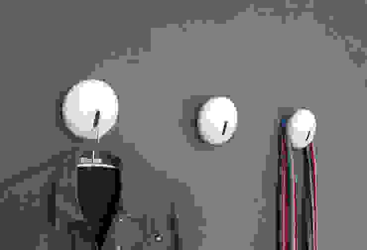 Drop Kleiderhaken: modern  von ZAISER & ULBRICH     Design und Interior,Modern
