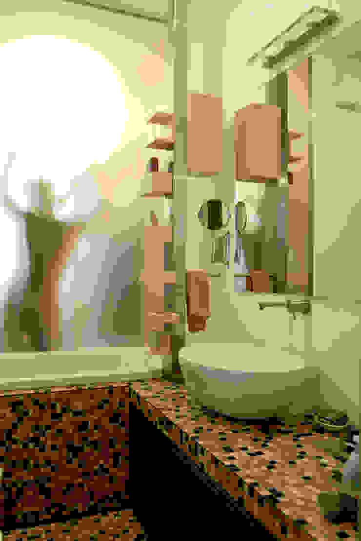 Abitazione con studi professionali Bagno moderno di auge architetti Moderno