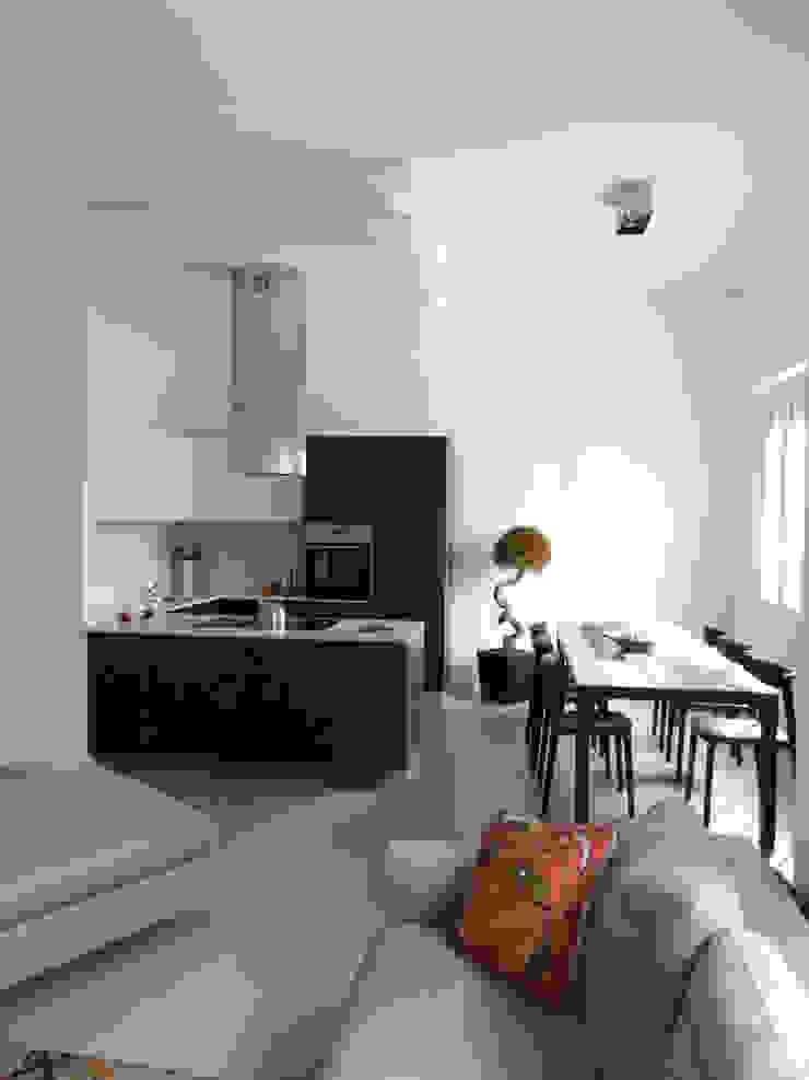 M+C: L'arte dentro casa Case moderne di Architetto Francesco Franchini Moderno