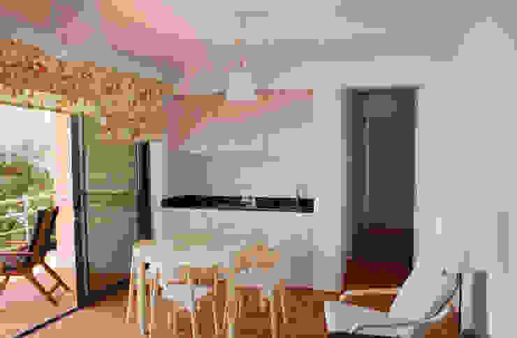 Extensão Casa do Papagaio Hotéis modernos por Mayer & Selders Arquitectura Moderno