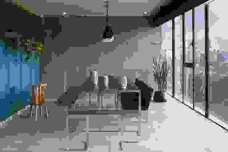 Departamento contemporáneo en Bosques de las Lomas Comedores modernos de Taller David Dana Arquitectura Moderno