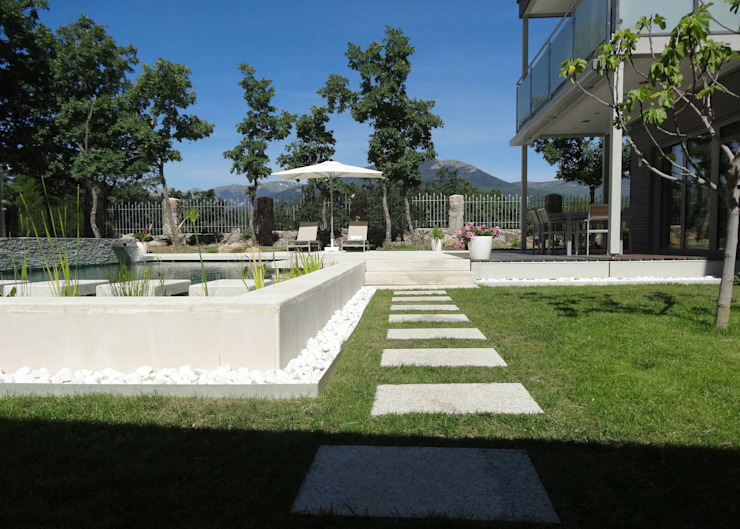 la casa como espacio vital Piscinas de estilo moderno de hollegha arquitectos Moderno