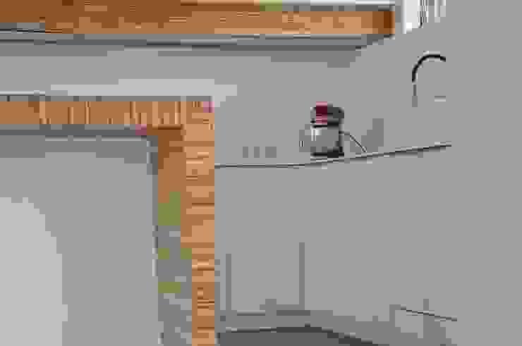 Cuisine design, épurée , avec îlot biseauté Cuisine moderne par Wellhome - Bebamboo Moderne