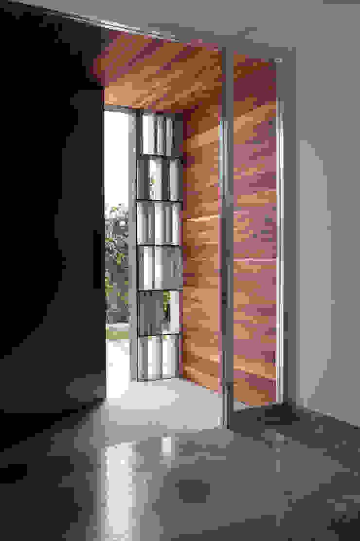 Remodelacion Casa Cuernavaca Pasillos, vestíbulos y escaleras modernos de Taller David Dana Arquitectura Moderno