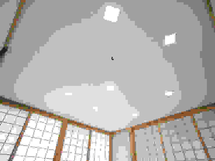 茶室のある家 モダンな 壁&床 の ユミラ建築設計室 モダン