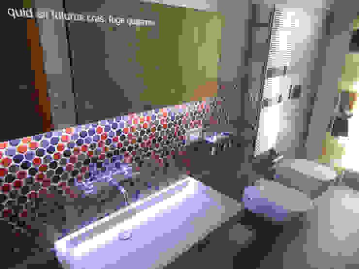 BAGNO OSPITI Case moderne di M@G Architettura&Design Moderno