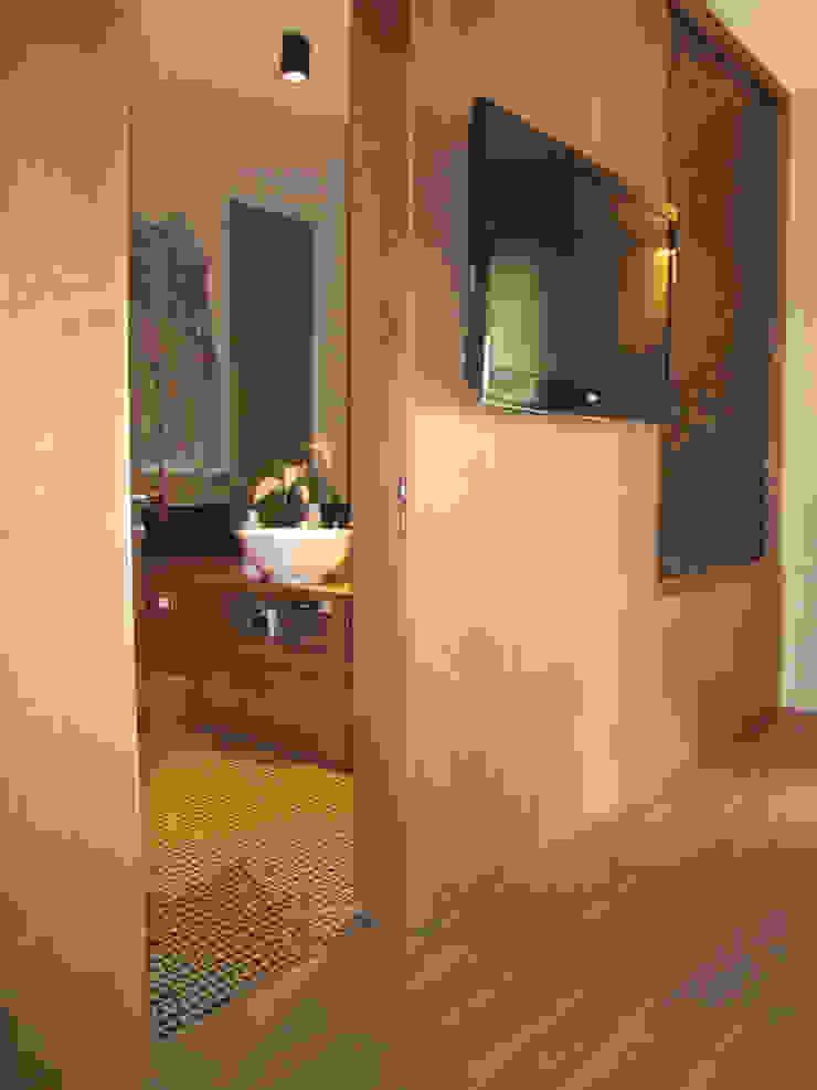CAMERA MATRIMONIALE Case moderne di M@G Architettura&Design Moderno