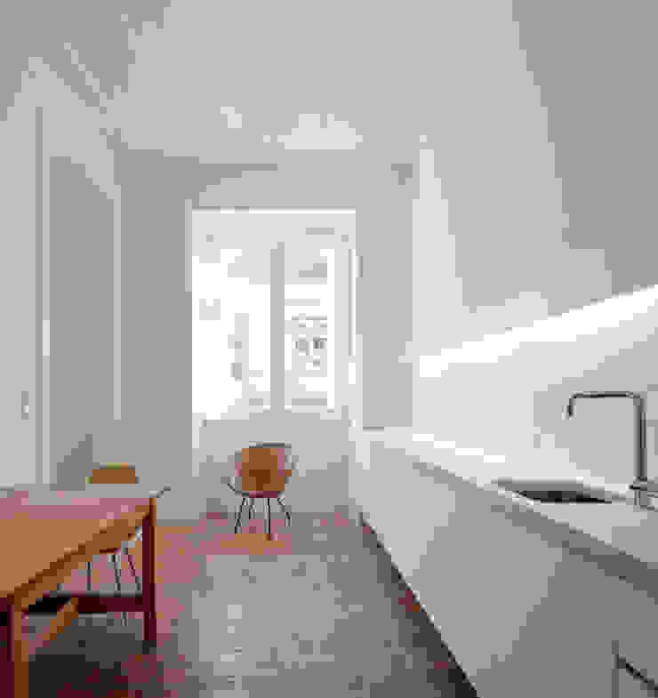 FANQUEIROS Cozinhas clássicas por José Adrião Arquitectos Clássico