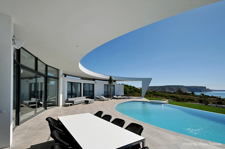 Project in Praia da Luz:   por Reflexões Contemporary Design