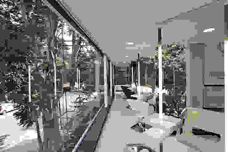 Bounce Style Lounge by Balan & Nambisan Architects Modern