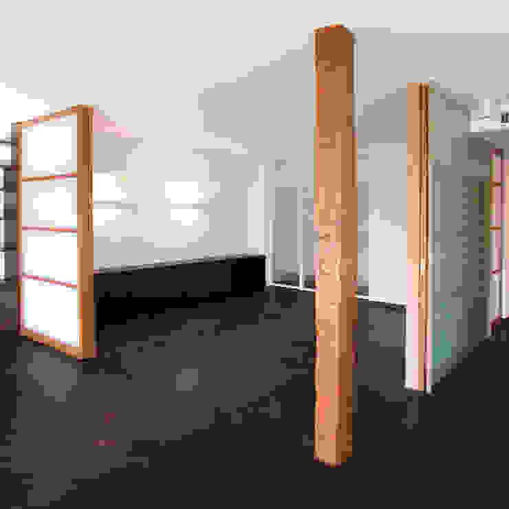 オーク材をつかってマンションリフォーム の ユミラ建築設計室 モダン
