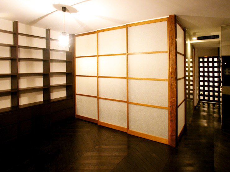 オーク材をつかってマンションリフォーム モダンデザインの リビング の ユミラ建築設計室 モダン