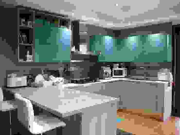 Cucina Cucina moderna di Studio di Architettura Brisca Moderno