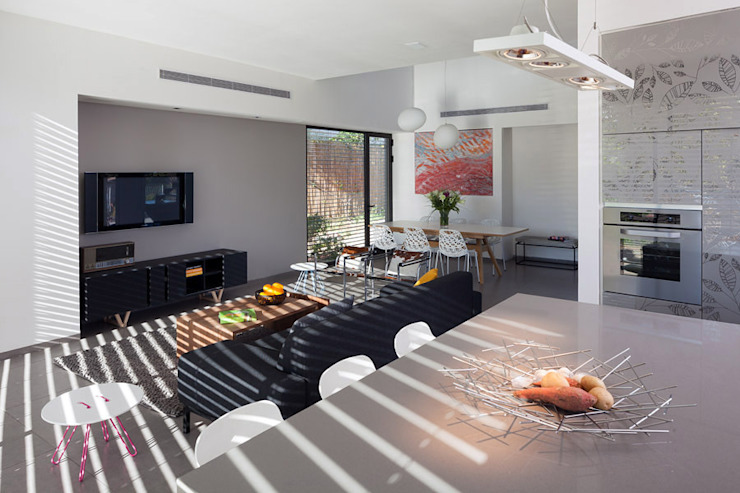 WO House: modern  by SO Architecture, Modern