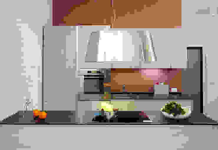 VIA CIPRO Cucina moderna di Flussocreativo Design Studio Moderno