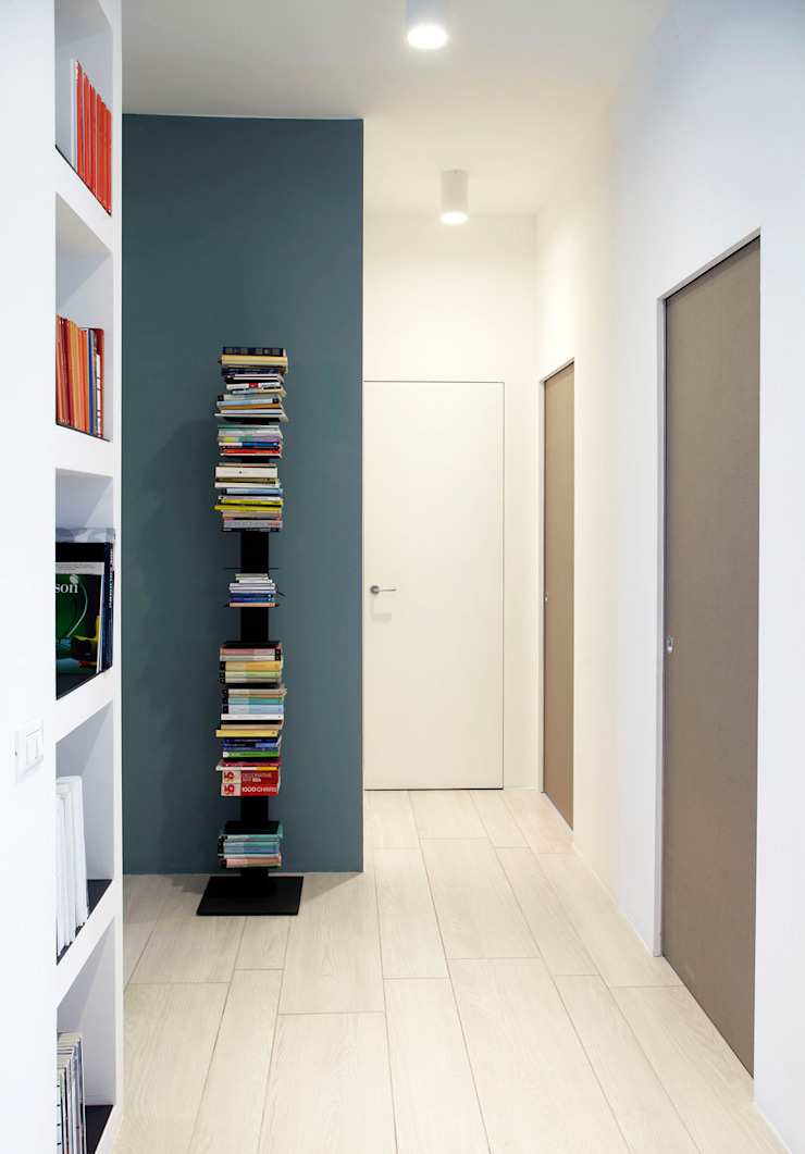 VIA CIPRO Ingresso, Corridoio & Scale in stile moderno di Flussocreativo Design Studio Moderno
