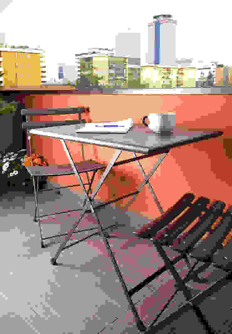 VIA CIPRO Balcone, Veranda & Terrazza in stile moderno di Flussocreativo Design Studio Moderno