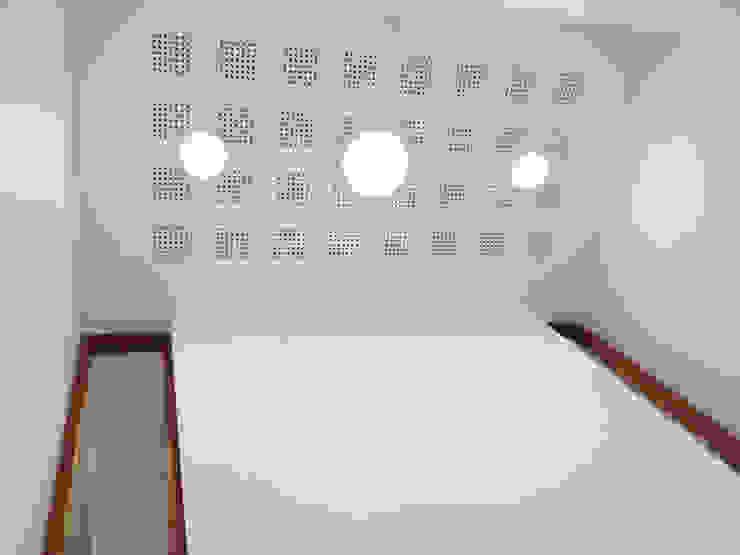 Travail de la lumière Espaces de bureaux modernes par 3B Architecture Moderne