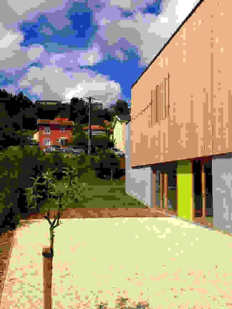 Vue des espaces extérieurs Espaces de bureaux modernes par 3B Architecture Moderne