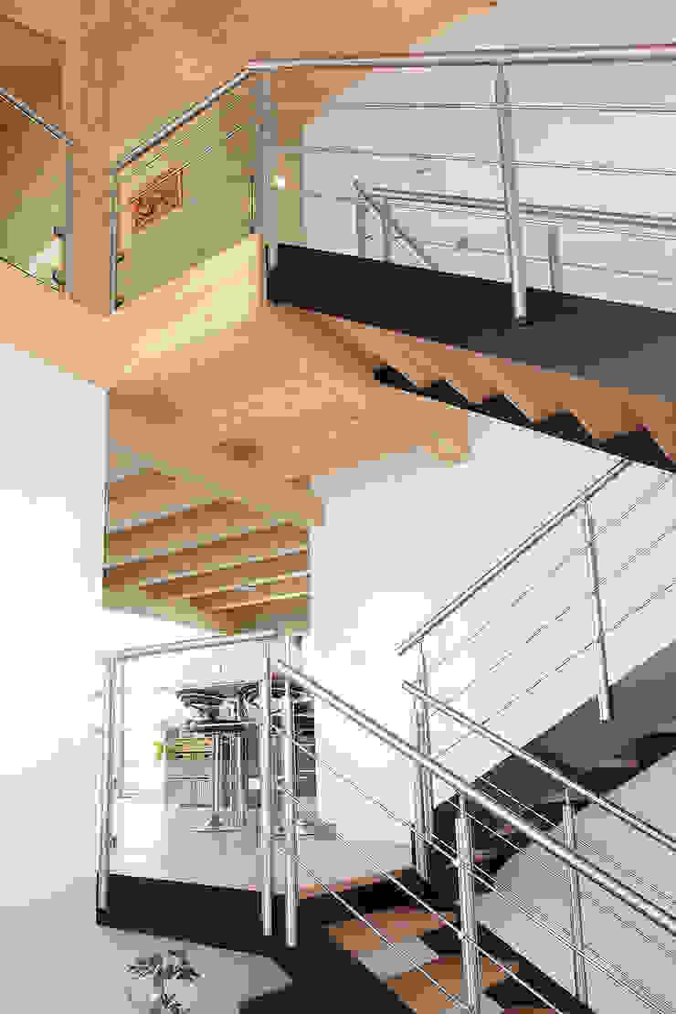 Maison bois poteau-poutre par Myotte-Duquet Habitat Éclectique