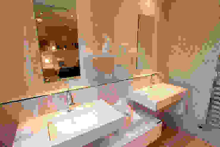 """Salle de bain chambre """"Froufrou et Marinière"""" Maisons originales par AZ Createur d'intérieur Éclectique"""