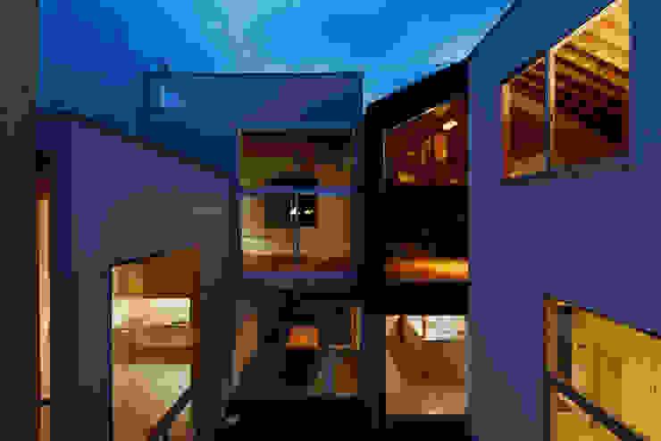 House in Sakuradai Дома в эклектичном стиле от 鈴木淳史建築設計事務所 Эклектичный Стекло